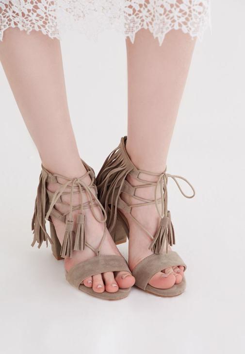 Gri Püskül Detaylı Topuklu Ayakkabı