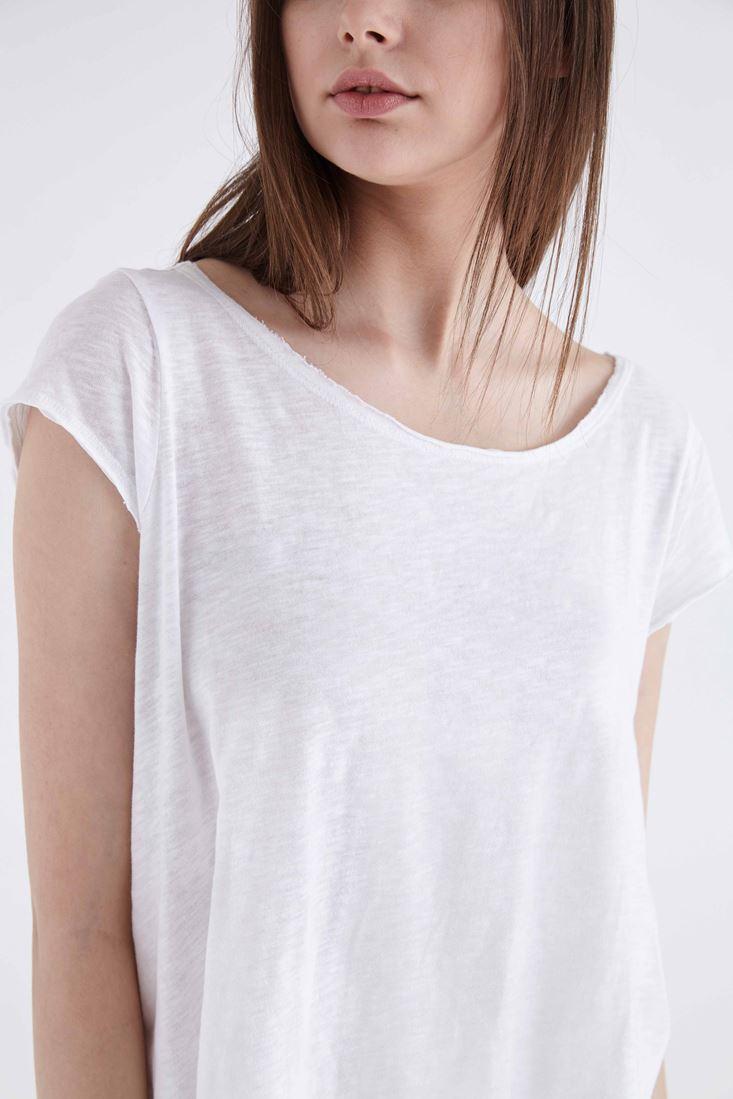 Geniş Yakalı Basic Tişört