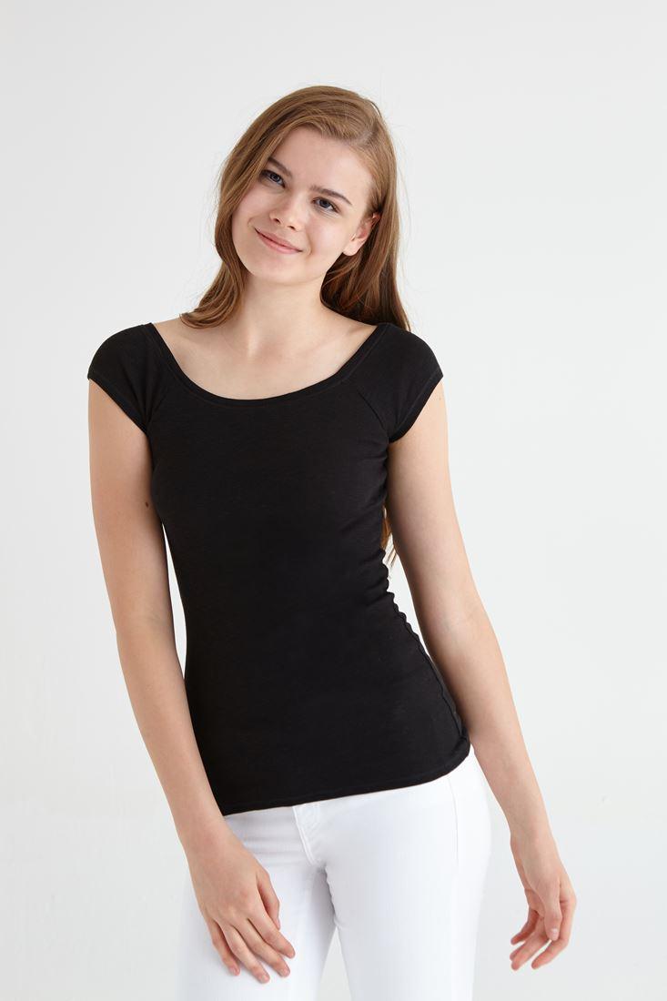 Siyah Bot Yaka Basic Tişört