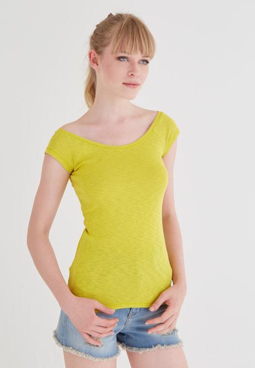 Sarı Bot Yaka Basic Tişört