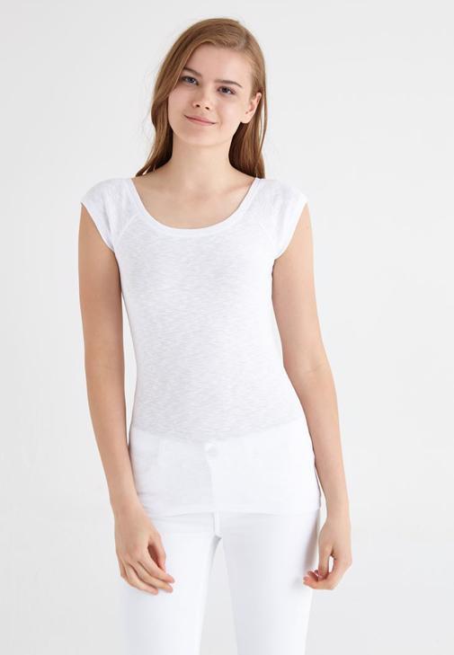 Beyaz Bot Yaka Basic Tişört
