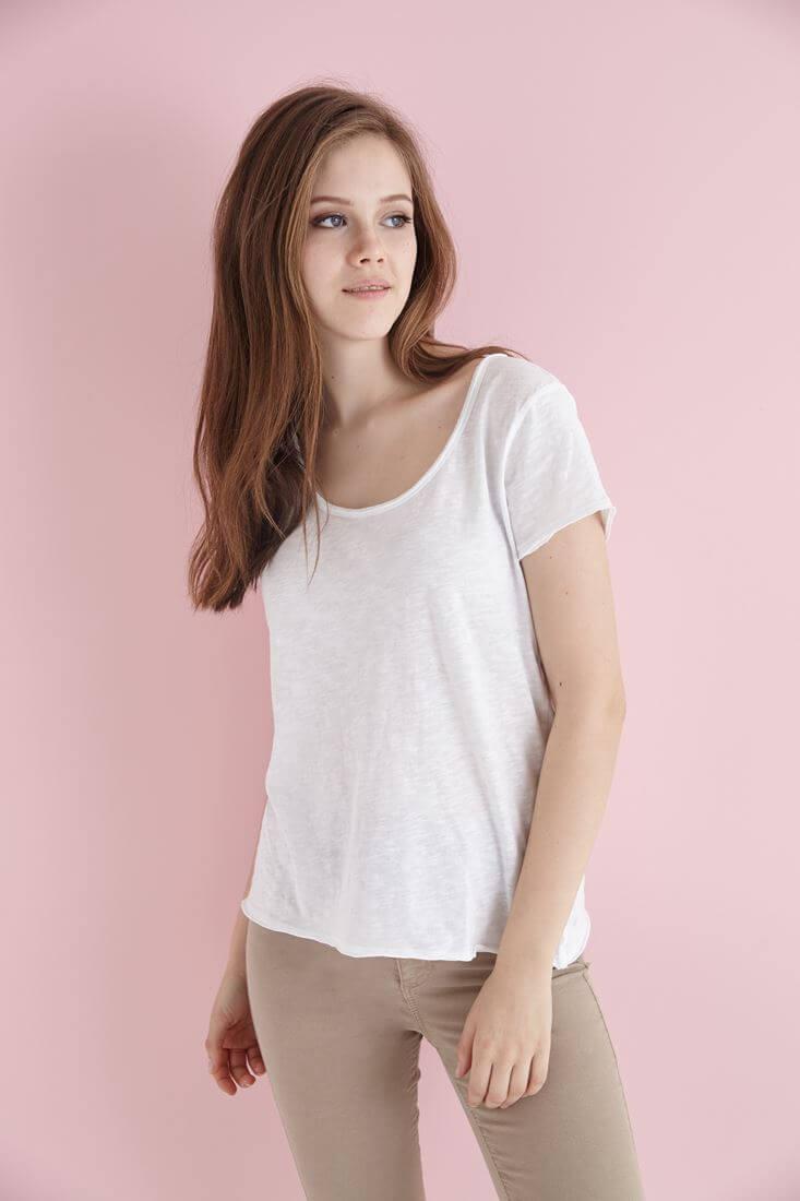 Beyaz U Yaka Pamuklu Tişört
