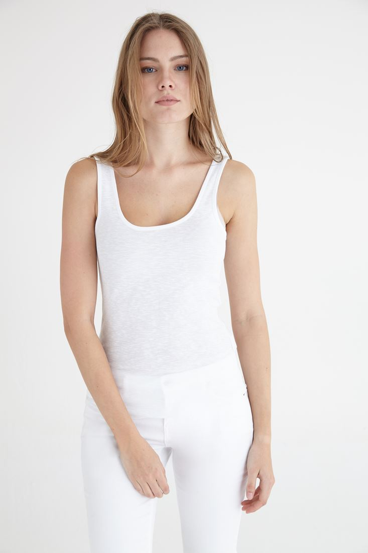 White U Neck Basic Tank