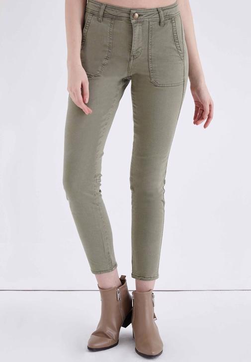 Yeşil Cep Detaylı Düşük Bel Pantolon