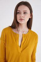 Bayan Sarı Truvakar Kol V Yaka Tişört