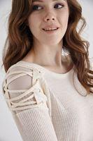 Bayan Krem Omuzları Bağcık Detaylı Bluz
