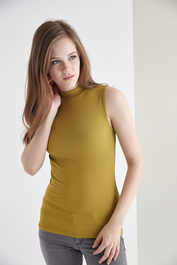 Bayan Yeşil Boğazlı Sıfır Kollu Tişört