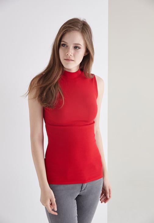 Kırmızı Boğazlı Sıfır Kollu Tişört