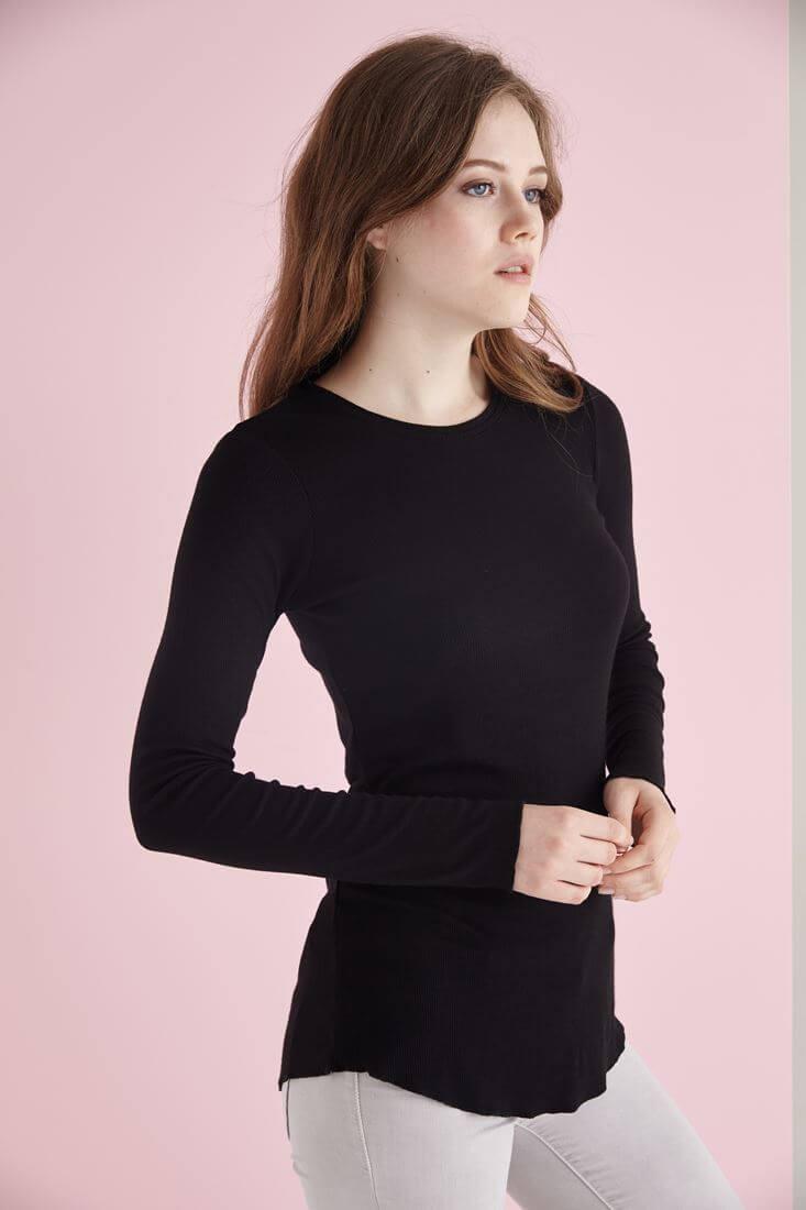 Bayan Siyah Uzun Kollu Bisiket Yaka Tişört