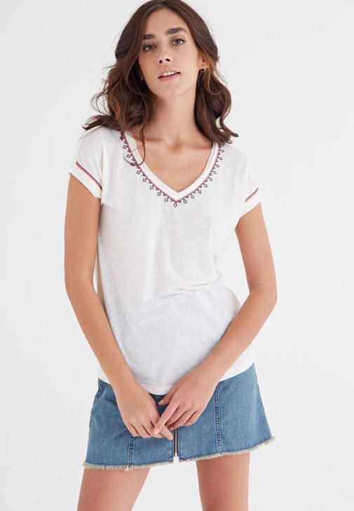 Beyaz Nakışlı Tişört