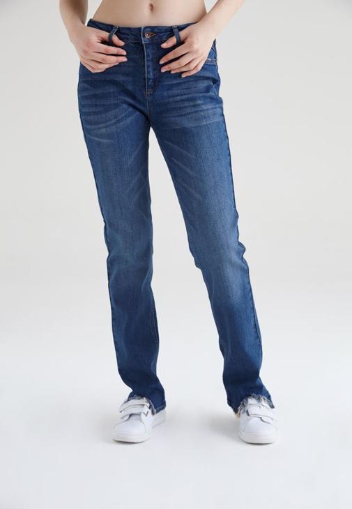 Mavi Paçaları Yırtık Detaylı Bol Kesim Jean