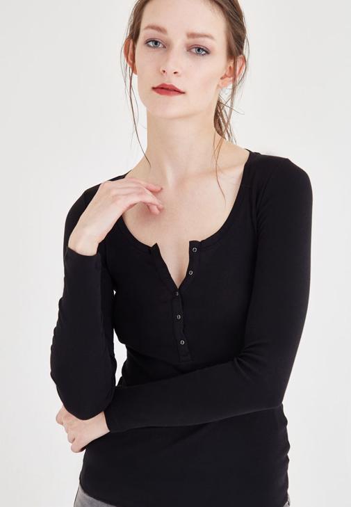 Siyah Düğme Detaylı Uzun Kollu Basic Tişört