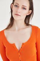 Bayan Turuncu Düğme Detaylı Uzun Kollu Basic Tişört