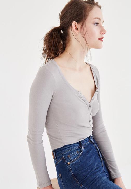 Gri Düğme Detaylı Uzun Kollu Basic Tişört