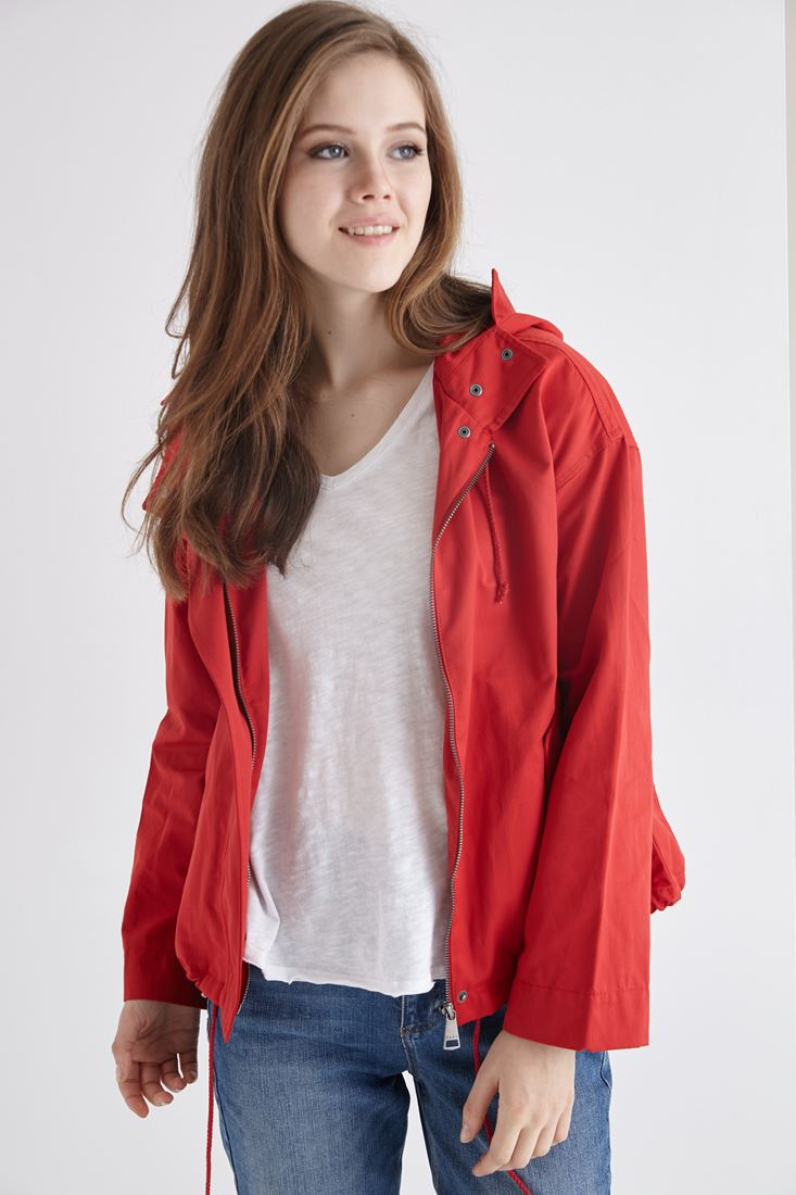 Kırmızı Kapüşonlu İnce Ceket