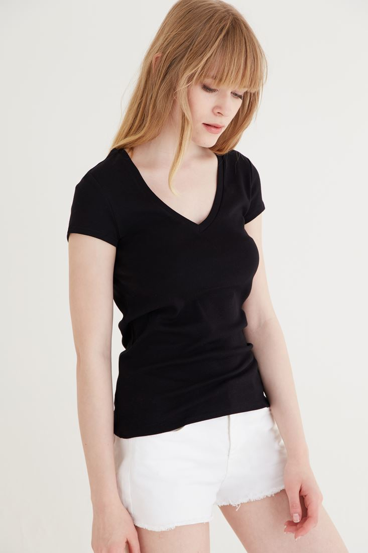 Bayan Siyah V Yaka Pamuklu Tişört