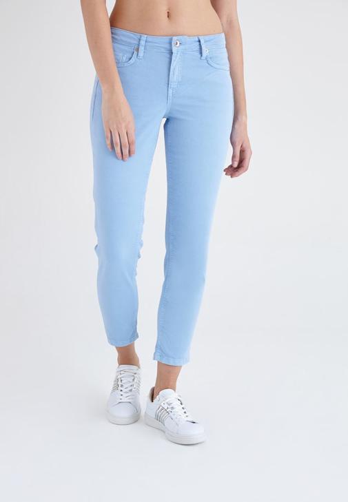 Mavi Kısa Paça Ara Bel Pantolon