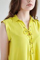 Bayan Sarı Bağcık Detaylı Sıfır Kollu Bluz
