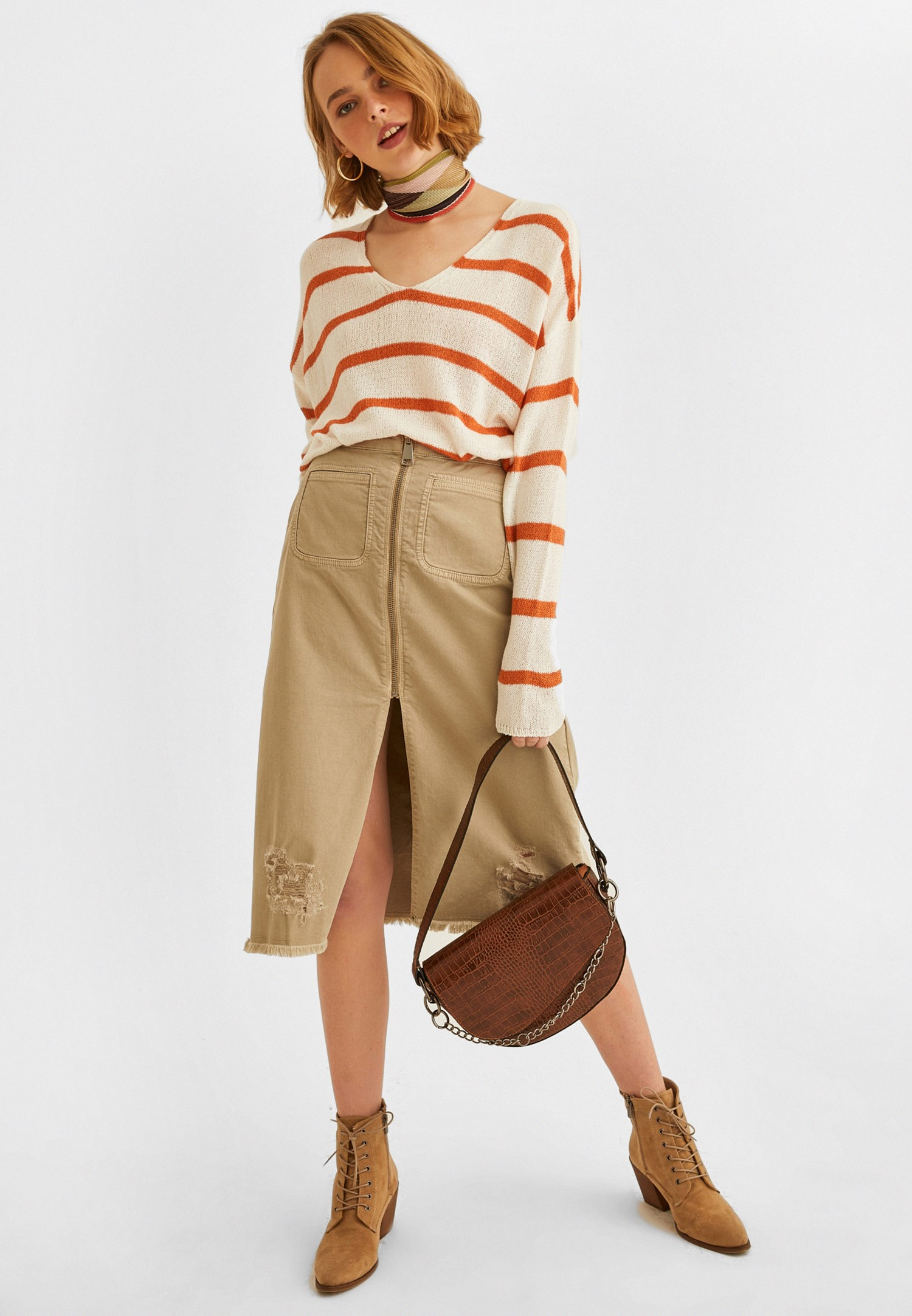 Women Cream Zippered Detailed Slited Skirt