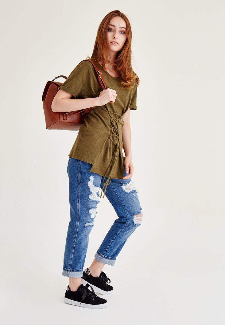 Yeşil Tişört ve Denim Pantolon Kombini