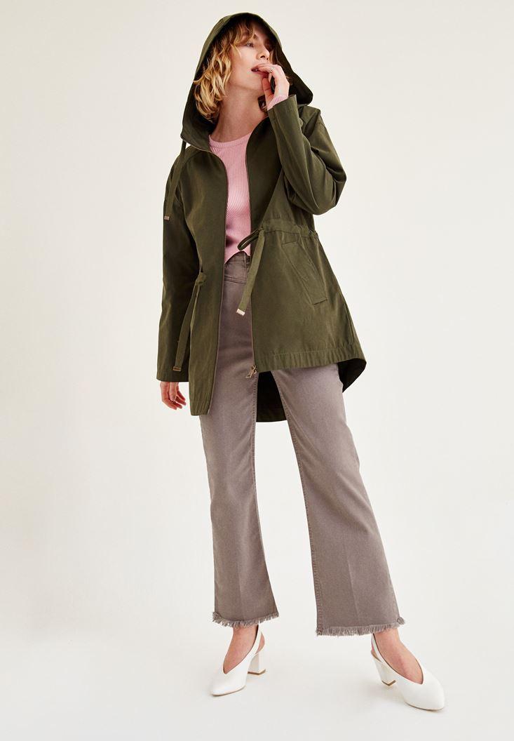 Yeşil Pantolon ve Gri Pantolon Kombini