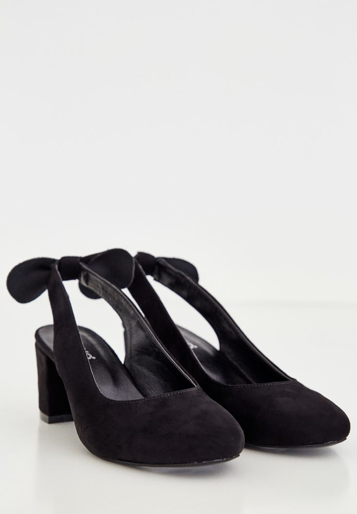 Siyah Kurdele Detaylı Topuklu Ayakkabı