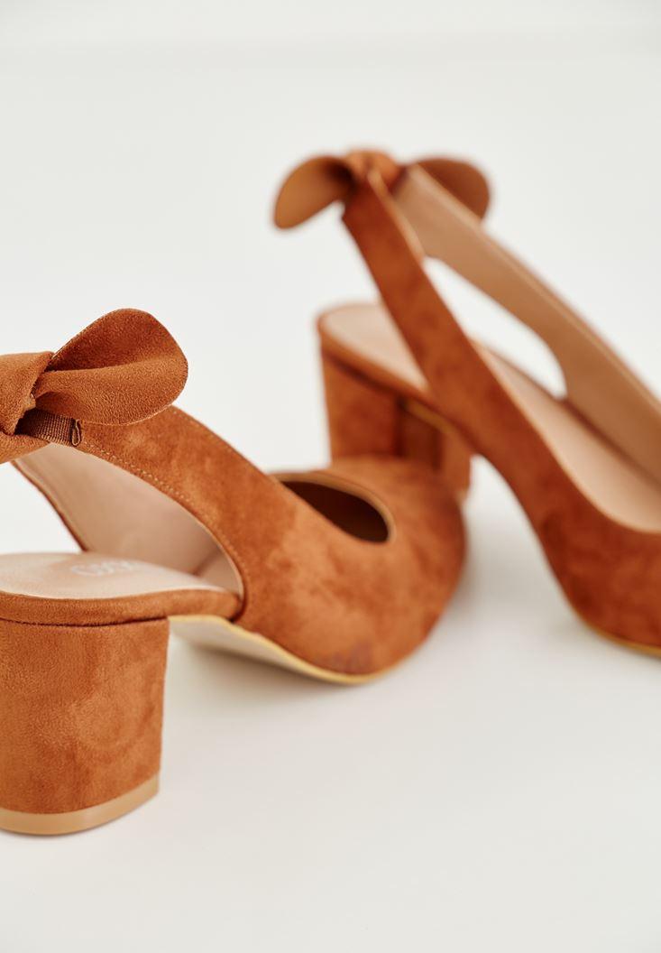 Kahverengi Kurdele Detaylı Topuklu Ayakkabı