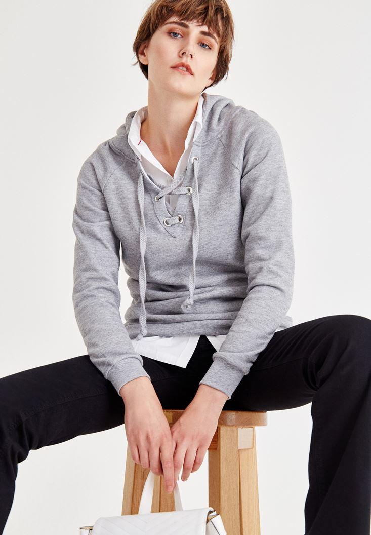 Gri Çapraz Bağcıklı Kapüşonlu Sweatshirt