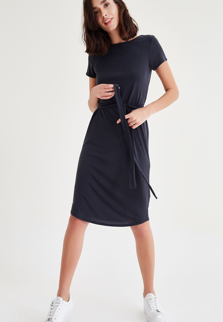 Siyah Kemer Detaylı Beli Lastikli Elbise