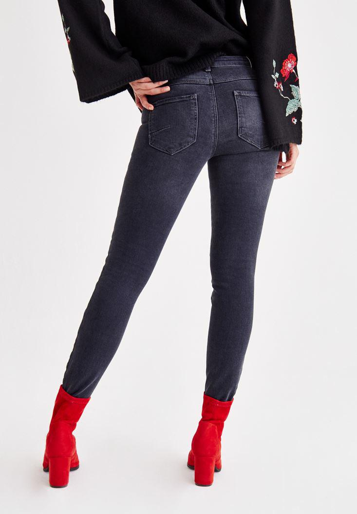 Women Grey Low Rise Skinny Pants With Zipper Detailed