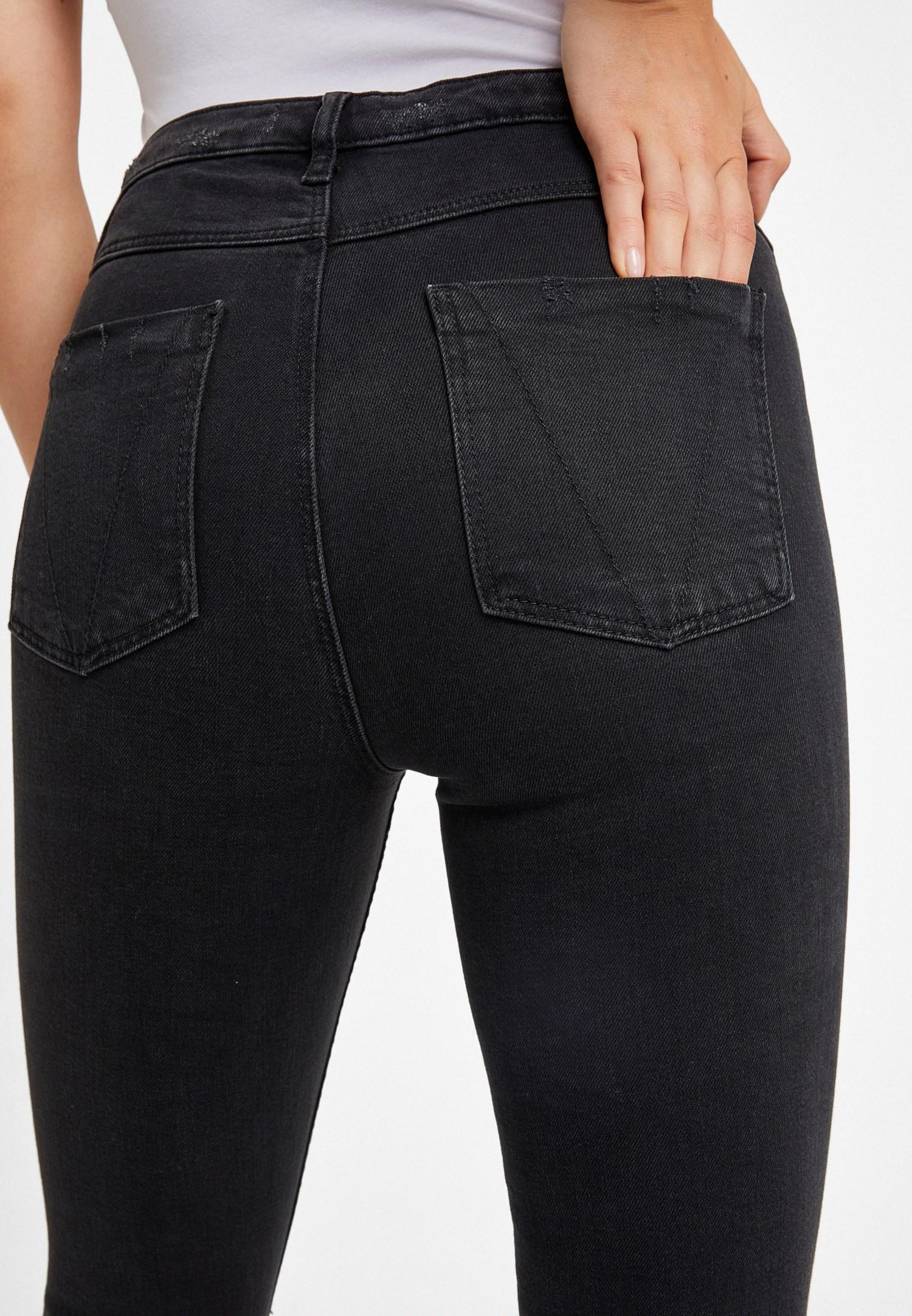 Bayan Siyah Dizleri Yırtık Denim Pantolon