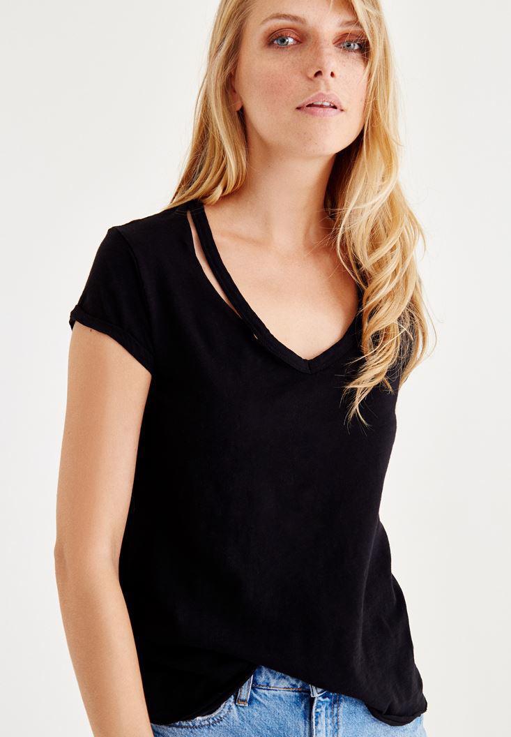 Bayan Siyah Biye Detaylı V Yaka Tişört