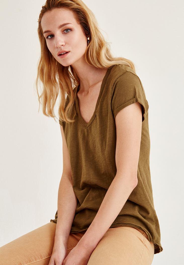 Yeşil Biye Detaylı V Yaka Tişört