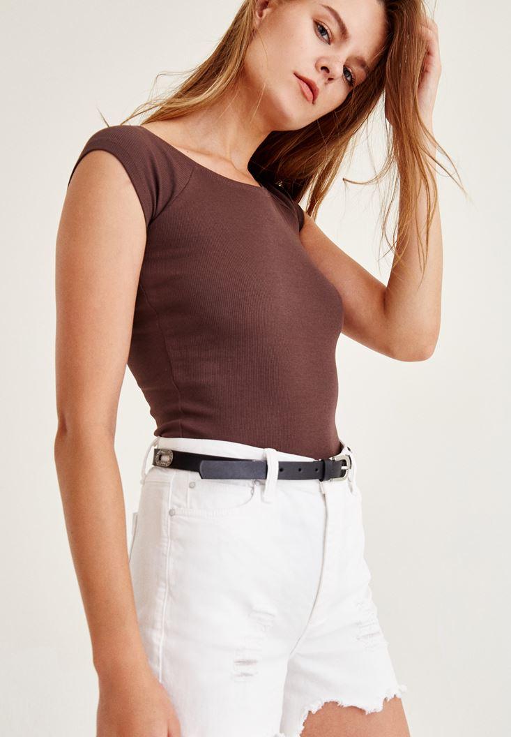 Kahverengi Geniş Yakalı Kısa Kollu Tişört
