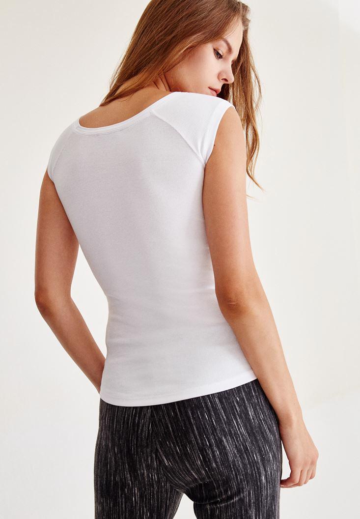 Bayan Beyaz Geniş Yakalı Kısa Kollu Tişört