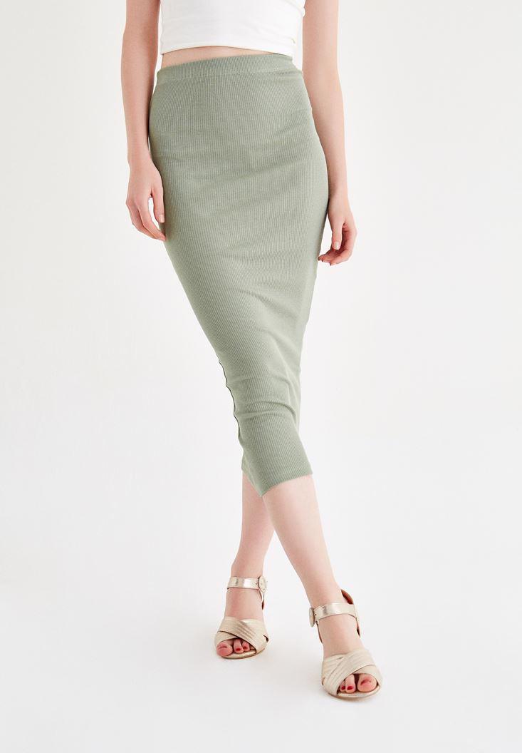 Women Green Knee-Bottom Narrow Skirt with Details