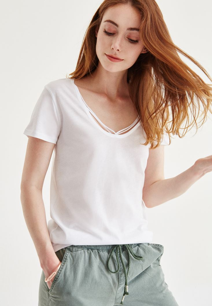White Half Sleeve T-Shirt With Binding Detail