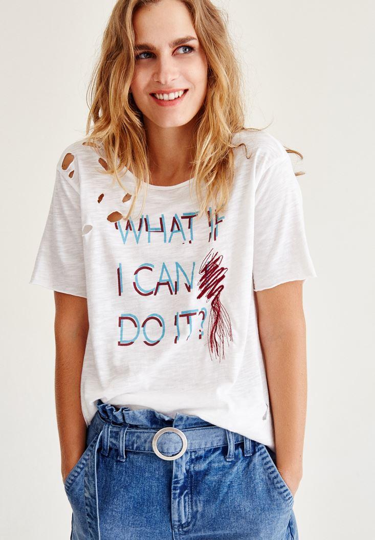 Krem İşlemeli Yırtık Detaylı Tişört