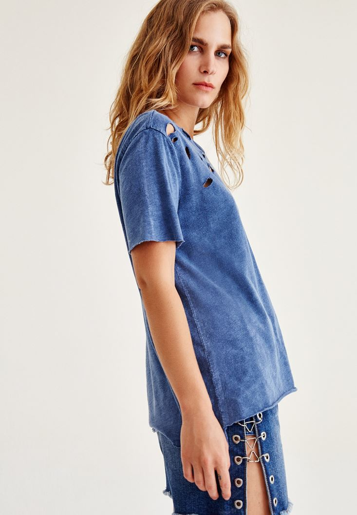 Mavi Yırtık Detaylı Yarım Kollu Tişört