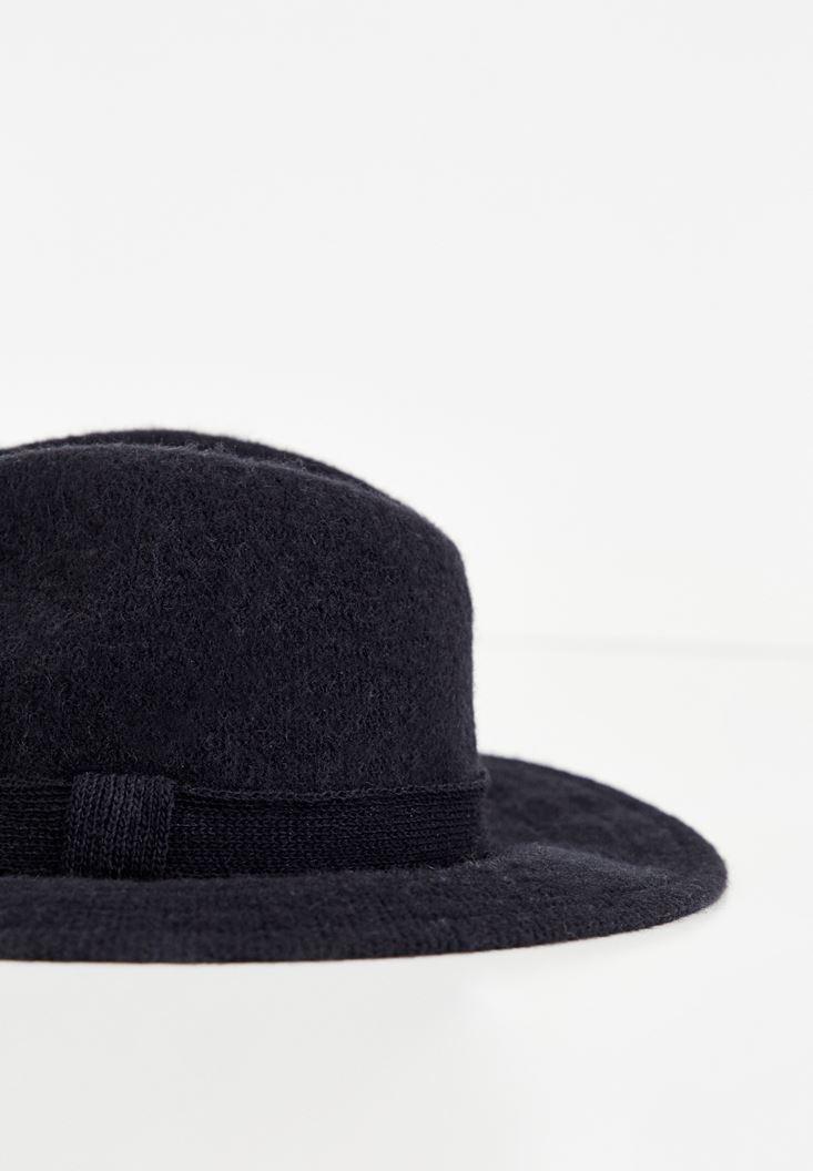Kurdele Detaylı Şapka