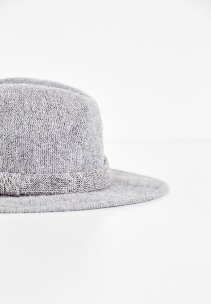 Bayan Gri Kurdele Detaylı Şapka