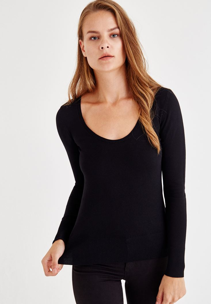 Black Pullover With U Neck