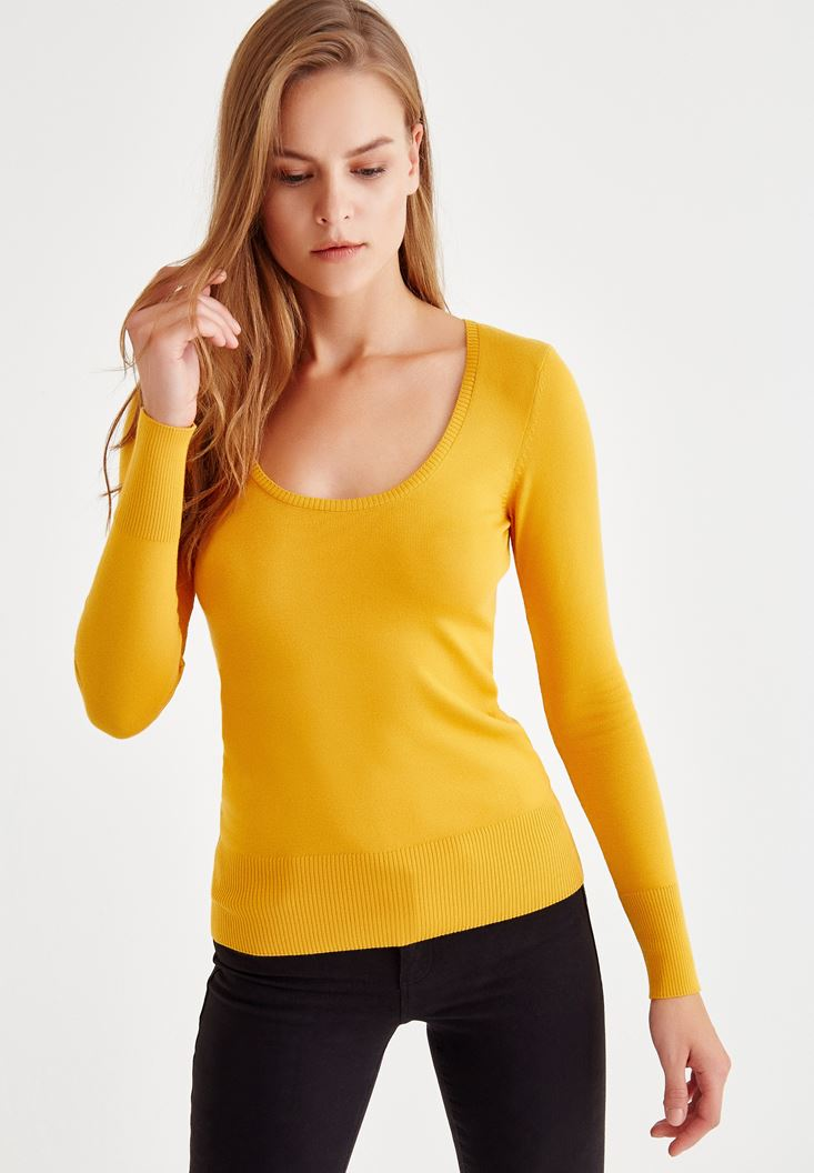 Yellow Pullover With U Neck