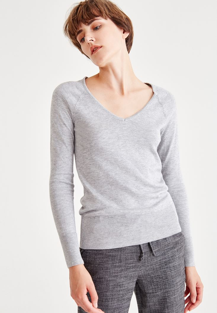 Grey Long Sleeve Pullover With V Neck