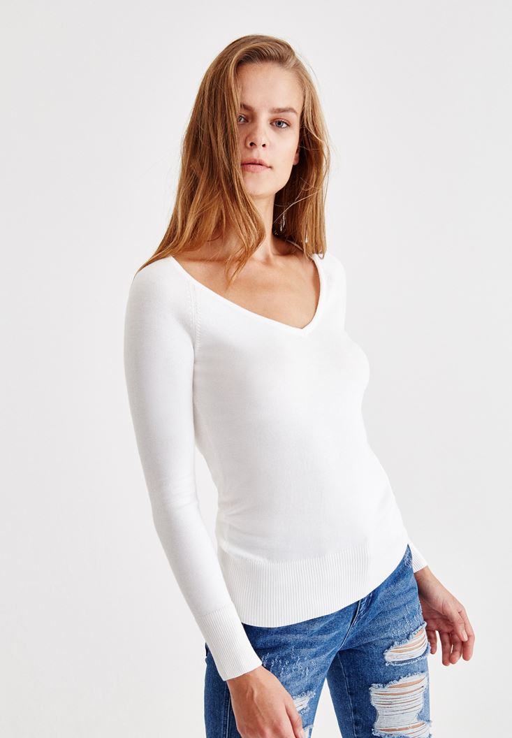 Cream Long Sleeve Pullover With V Neck