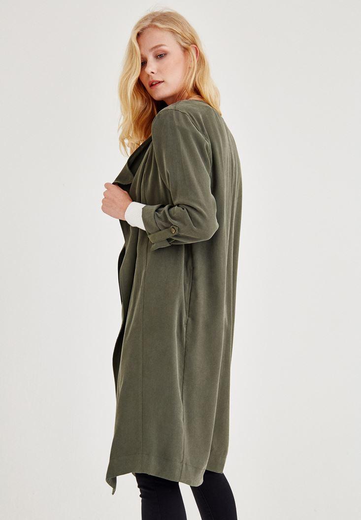 Yeşil Ceket ve Siyah Pantolon Kombini