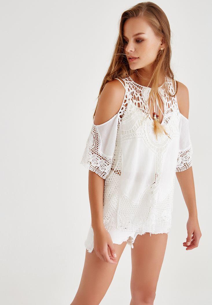 Beyaz Omuzları Açık Tüy İp Detaylı Bluz