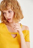 Bayan Turuncu Yarım Kollu Tek Omuz Detaylı Tişört