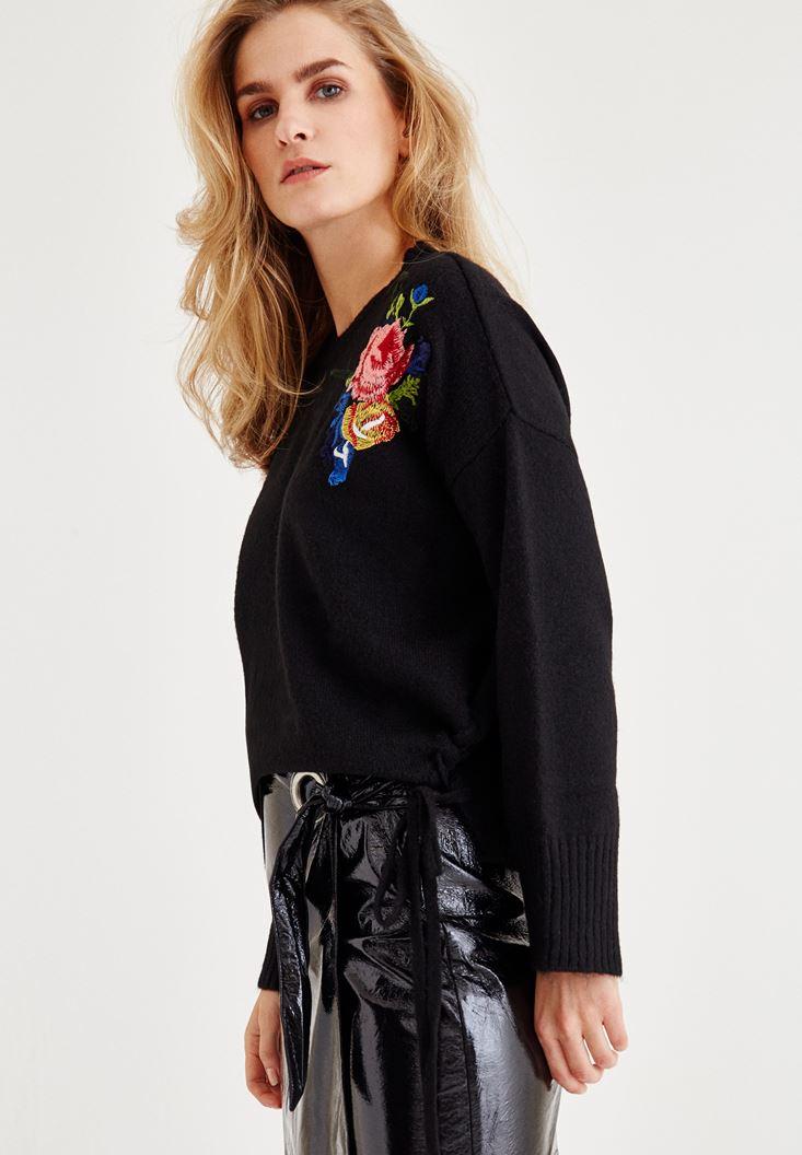 Bayan Siyah Çiçek İşlemeli Kazak