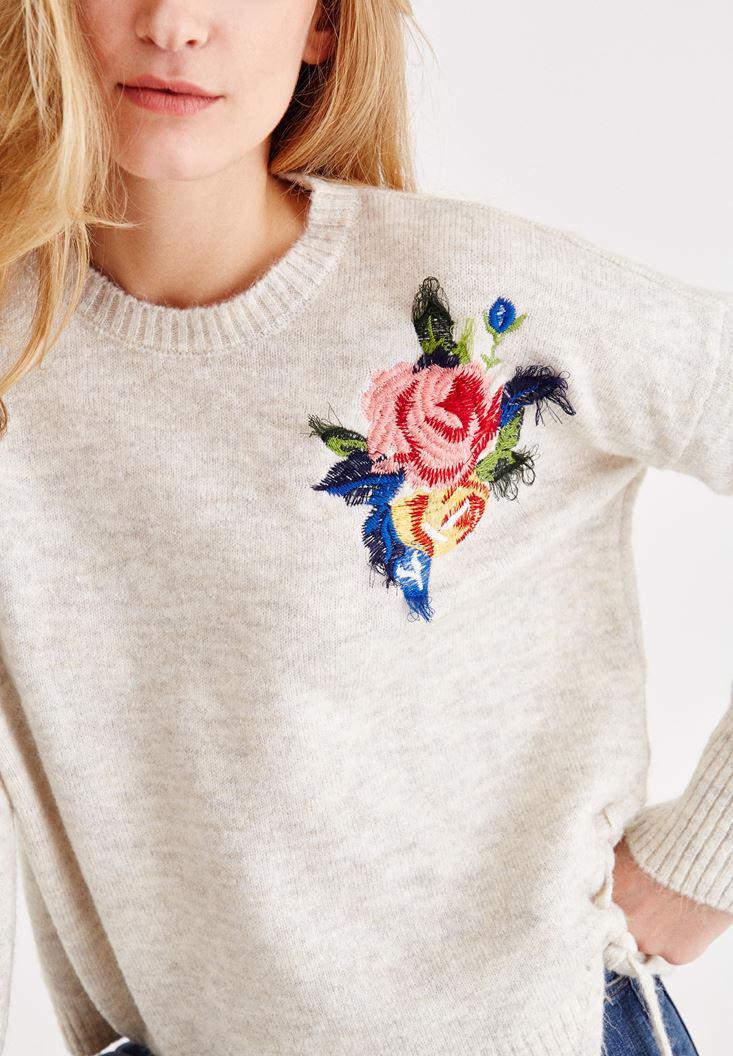 Bayan Krem Çiçek İşlemeli Kazak